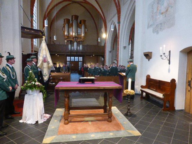 Volkstrauertag 15.11.15 aufgrund des schlechten Wetters in der Dorfkirche