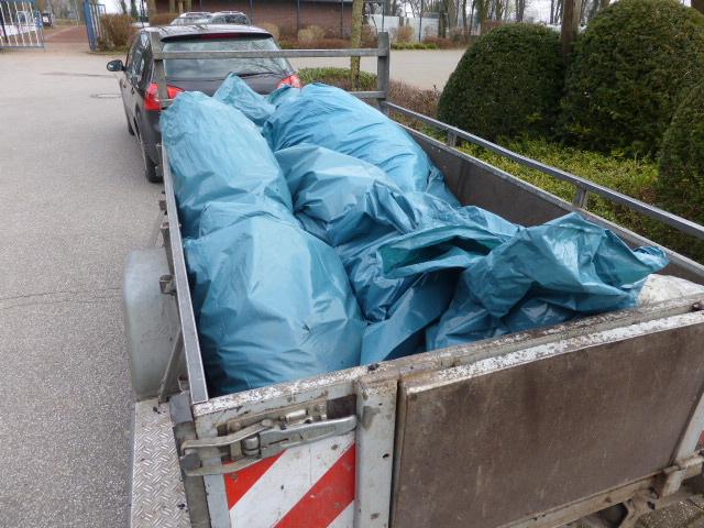 15 Müllsäcke voll mit Müll und Unrat