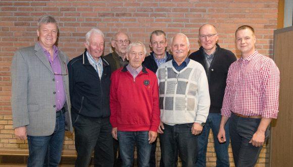Geschäftsführer Werner Schweers und Präsident Marco Gernemann mit den Jubilaren Gerhard Berning, Kurt Nievendick, Reinhold Pries, Hermann Fahrland, Jürgen Elting und Hermann Schlehbusch